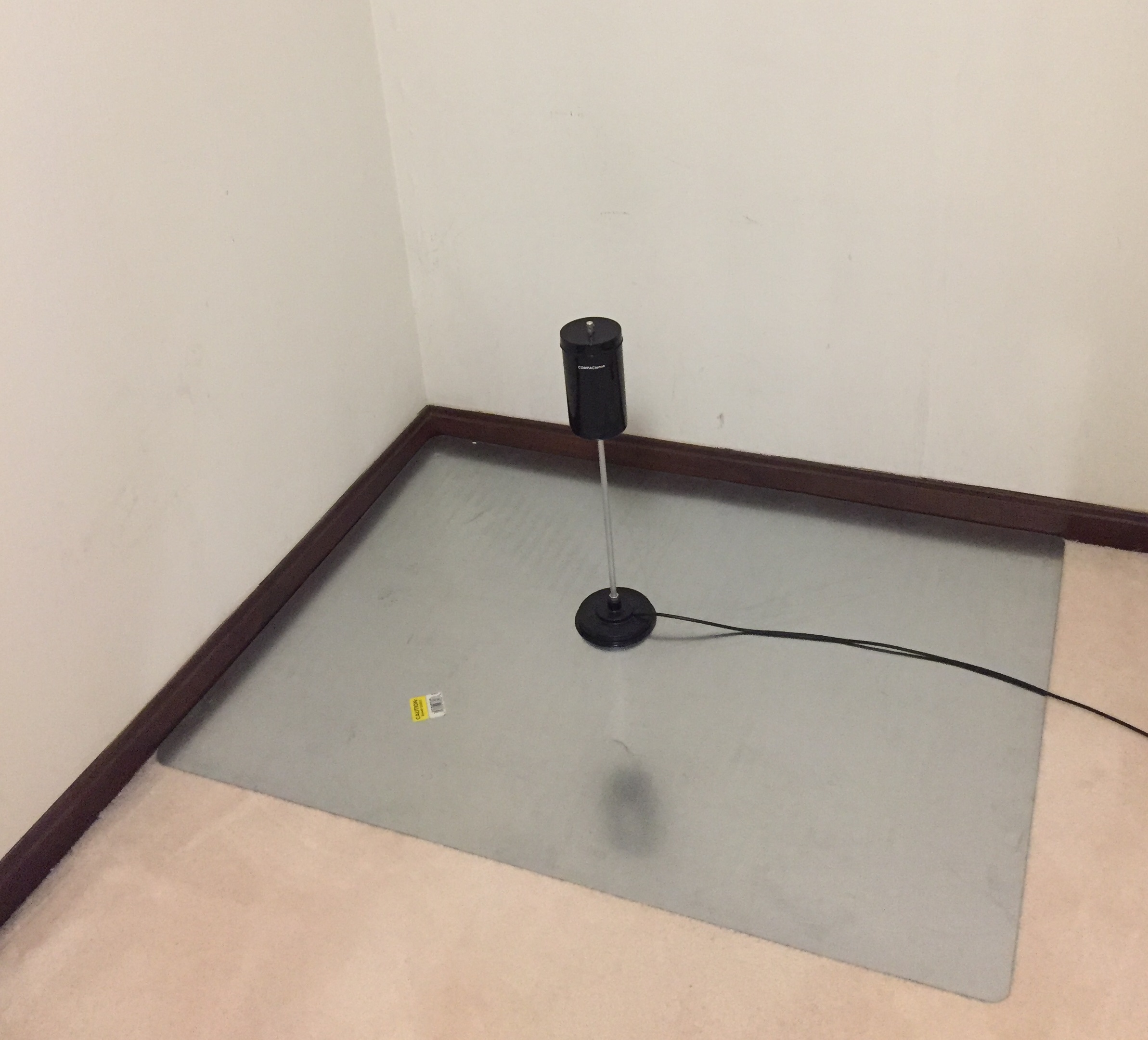 COMPACtenna 20M-2M-440 on floor in house