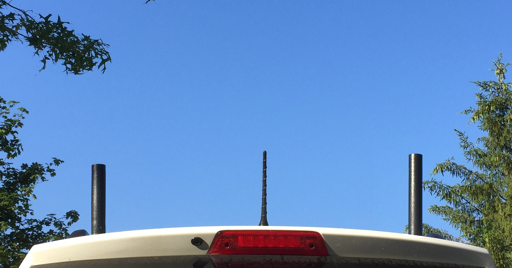 COMPACtenna Photo 2M and SCAN-III antennas on Car AT CORNERS